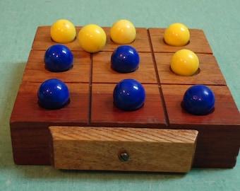 Giftcraft Toronto Vintage Tic-Tac-Toe Game, Vintage Wooden Toy Game, Vintage Tic Tac Toe Game
