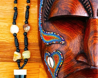 """Necklace """"Agata"""" Horn, mother of Pearl and Agate Creation creator of Art sale solidarity for Haiti • • •"""