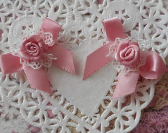 Pink satin bows with a satin rose on a ruffle in white lace of 4.00 cm long (with 2 bows)