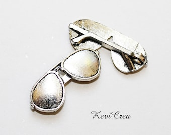 10 x silver sunglasses charms