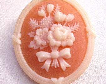 Avon Flower Bouquet Pin Brooch Gold Tone Vintage 1982 Cameo Silhouette Large Oval Orange Beige White Resin Roll Pin Bar Back
