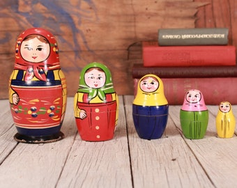 Matryoshka, Russian wood doll, Vintage wooden doll Matryoshka, Set of five Matryoshka, 5 nesting dolls, Matryoshka Babushka, Coloured dolls
