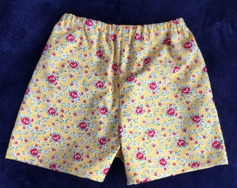 Yellow floral shorts. Handmade shorts. 100% cotton shorts. Short shorts. Baby short. Baby gifts. Culottes fille.Gift for her