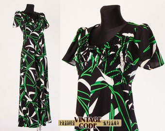 Black green white smocked front Tropical Hawaiian 70s maxi dress / Empire waist short sleeve 70s Hostess dress / size small to medium
