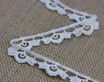 3 Yards of Vintage Floral Lace in Cream 0.5 Inches Wide