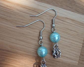 Earrings with jade bead