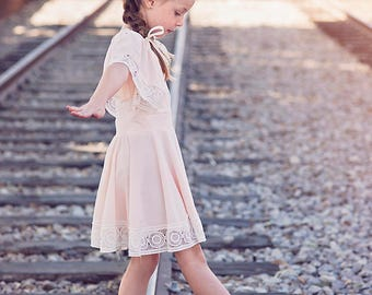 Blush Pink Flower Girls Dress with lace. Wedding Shabby Chic dress.  Blush flower girl dress. Boho flower girl. Pink dress. Lace dress