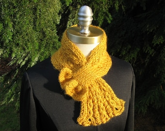 Gold Scarflette with Lacy Cabled Frill