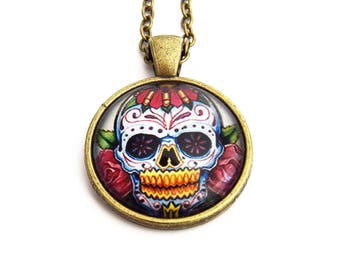 Cabochon pendant with chain bronze Mexican skull pattern - the skulls Mexiacains Mexican Skull, dia De Los Muertos Calavera