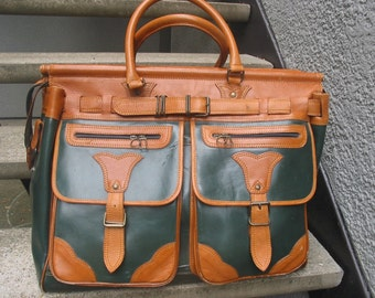 Vintage Large Green & Tan Leather Carry On Luggage Suitcase******