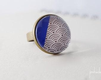 Bague avec motif japonais de vagues et angle bleu