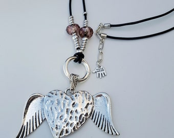 beaded necklace, removable pendant, flying heart
