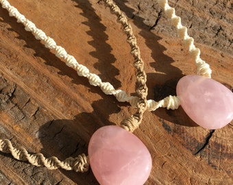 Chunky Rose Quartz Choker Pendant / Macramé Pink Stone Necklace / Scarlett O'Connor Nashville Necklace / Knotty Knotty Macrame