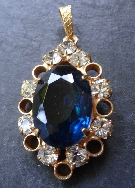 Lovely vintage blue clear rhinestone oval flower gold tone pendant for necklace