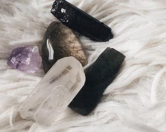 Rough and polished stones//clear quartz//amethyst//tourmaline//labradorite//citrine