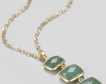 Verticle Three Small to Large Green Jade Stones Necklace