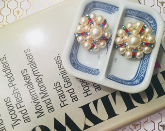 Vintage old Hollywood glamour faux pearl earrings... so chic.