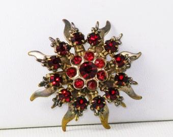 Vintage Red Rhinestone Sunburst Fleur di Lis Brooch Pin (B-1-6)