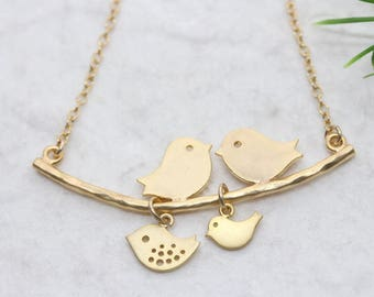 Gold lovebirds necklace. Gold bird Necklace . Love Birds Necklace . Mothers necklace. Anniversary gift. Mothers Jewelry. Mom gift .