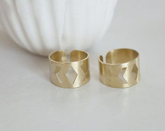 Adjustable brass ring raw chevron