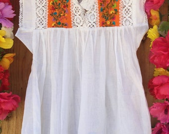 Beautiful hand embroidered mexican top with lace Size Small to Medium