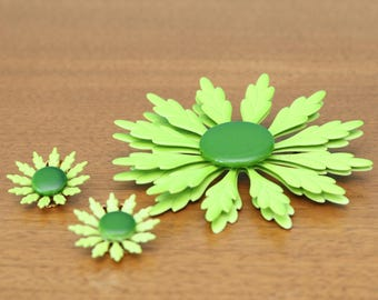 Fun lime green vintage floral brooch and matching earrings