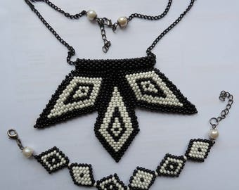 Diamond-shaped necklace ande bracelet