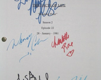 The Facts Of Life Cast Signed TV Screenplay Script Autographs X5 Kim Fields Charlotte Rae Nancy McKeon Lisa Whelchel Mindy Cohn signatures