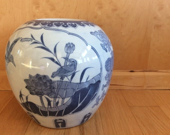SALE / large Chinese blue and white ginger jar / Chinoiserie