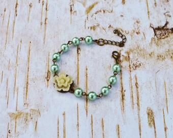 SALE - White Off Sakura Pearls Bracelet, Vintage Flower Pearls Adjustable Bracelet, Wedding Bridal Bridesmaid Bracelet