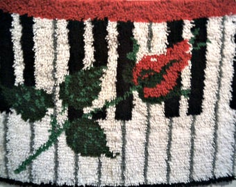 PIANO WITH ROSE Latch Hook Rug Ready To Hang! Feed The Music Lover's Soul With This Completed Wall Decor Beautiful Plush Rug Fits Any Room