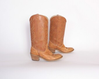 Vintage 70s Cowboy BOOTS / 1970s Perfectly Broken-In Caramel Blonde Leather Western Boots 8