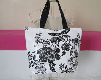 medium bag in black flowers pattern oilcloth lunch bag