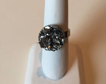 Adjustable stainless steel ring - size 7 and up - set with a faux 15mm druzy - dark black/silver glitter