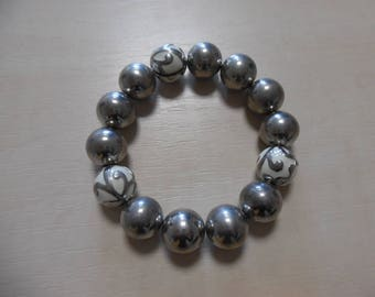White and silver Stretch Bracelet on elastic