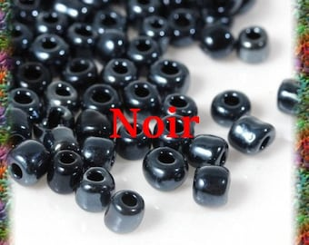 40 grams of 10/0 glass seed beads 2 mm