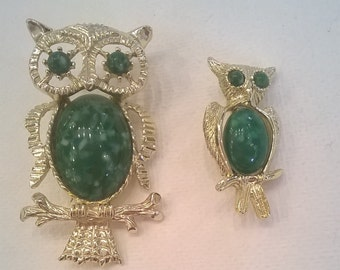 Vintage Owl Brooch Set of Two - Mother and Baby Owl with Green Cabachons - Gerry's Brooch Pins