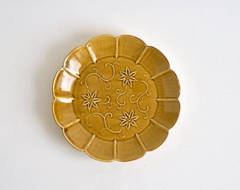 Embossed Clematis florida flower Dish 6.3 in (Yellow) ; Haruya Abe (17006302-cY)