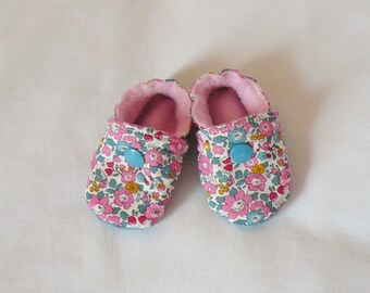 Liberty baby booties and pink fleece - size 0-3 months