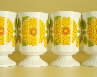 4 vintage coffee cups, flower power mugs, gold & avocado green chrysanthemums, 1960s mod hippie design, 1970s drinking glasses, made Japan