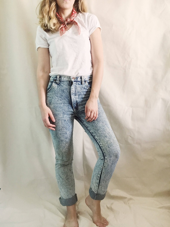 Vintage 90s Acid Washed Jeans // 26