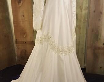 Sale!/Stunning Victorian Vintage 1960s Empire Waist William Cahill Wedding Dress/Modest/Temple/LDS/Mormon/Bridal