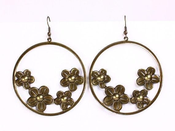 Large antique brass flower dangle earrings (544)