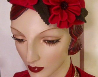 ON SALE/ 1930's Percher Hat with Sculpted Flowers