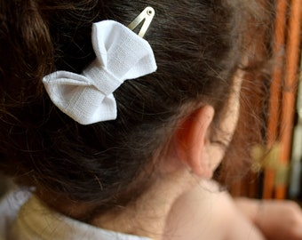 White linen hair staple, girl clip clasp, vintage style hair, girl's hair accessories, communion, Gift Idea