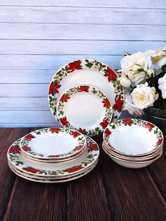 & GIBSON Poinsettia Holiday Plates 4 Persons Set 12 Pieces
