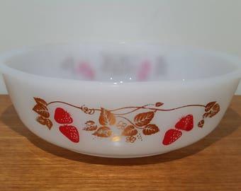 Vintage Agee Australian Pyrex 'Strawberry Fair' baking casserole dish