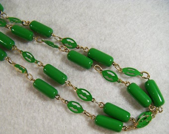 Vintage 60's Green Beaded Necklace