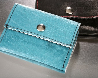 Business card holder made of leather with a sweet, scalloped edge