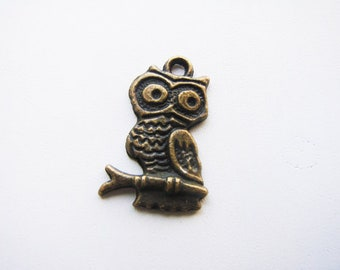 20 Bronze Owl on Branch Charms, 25mm, 20 Pieces